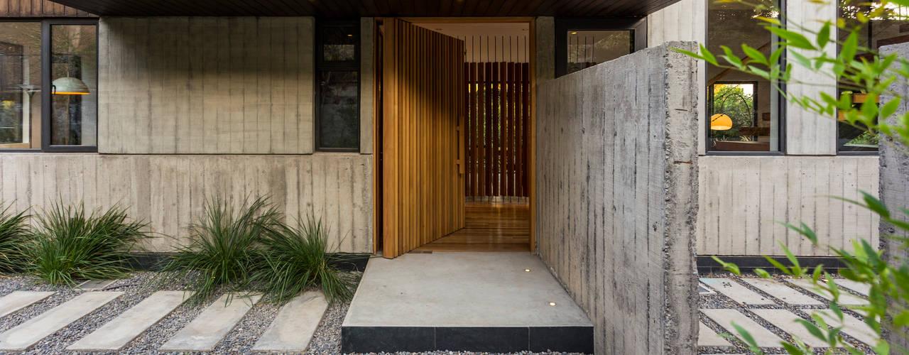 Casa Lo Curro: Casas de estilo  por Nicolas Loi + Arquitectos Asociados