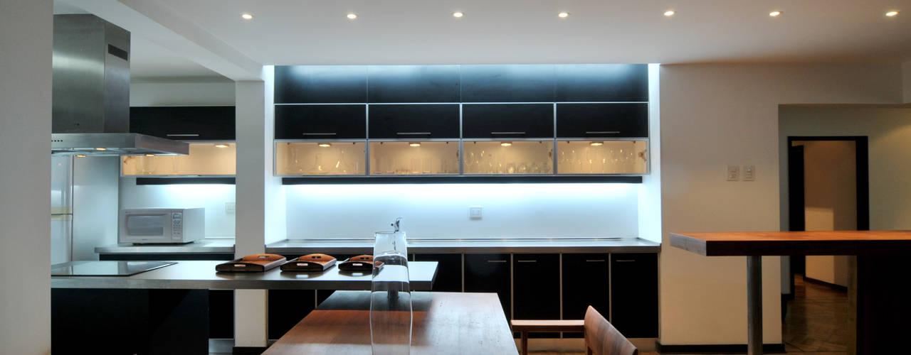Remodelación Parque Forestal: Cocinas equipadas de estilo  por Nicolas Loi + Arquitectos Asociados