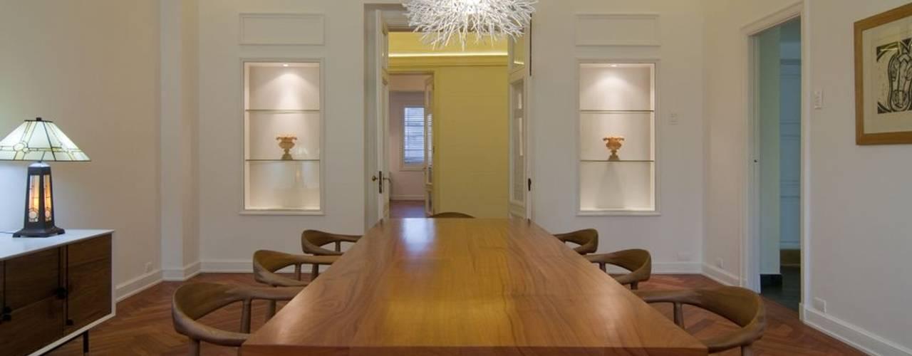 Remodelación Departamento Parque Forestal: Comedores de estilo  por Nicolas Loi + Arquitectos Asociados