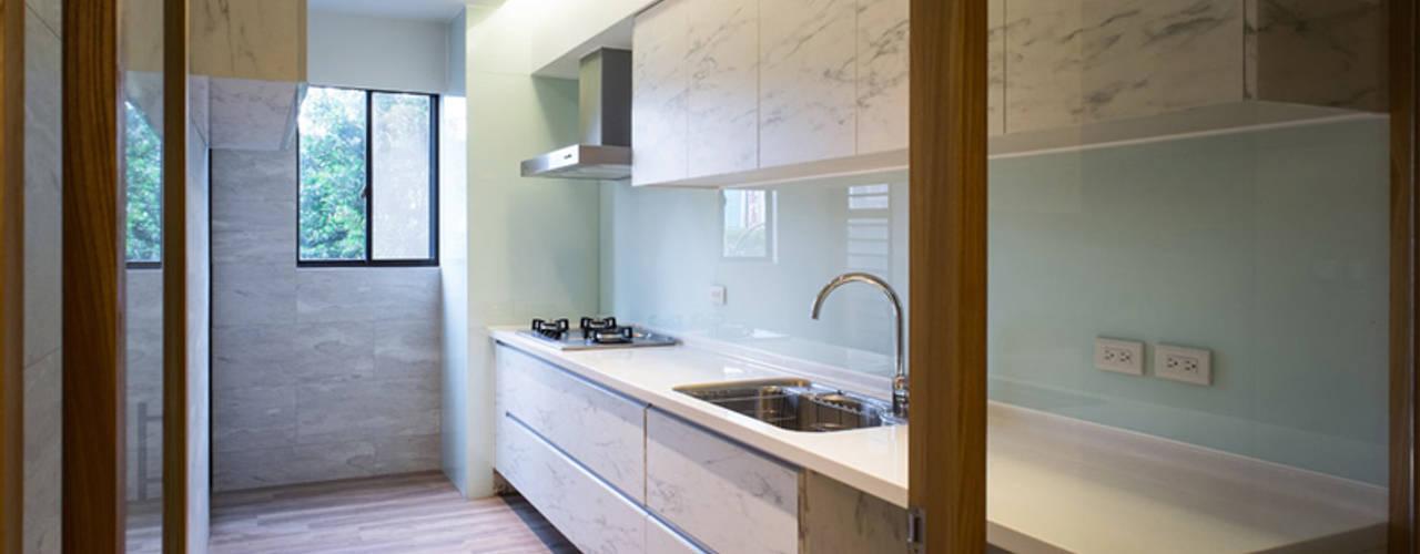 Nhà bếp phong cách Bắc Âu bởi 果仁室內裝修設計有限公司 Bắc Âu