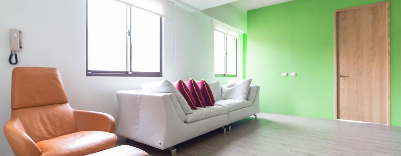 Salas de estilo minimalista de 果仁室內裝修設計有限公司 Minimalista