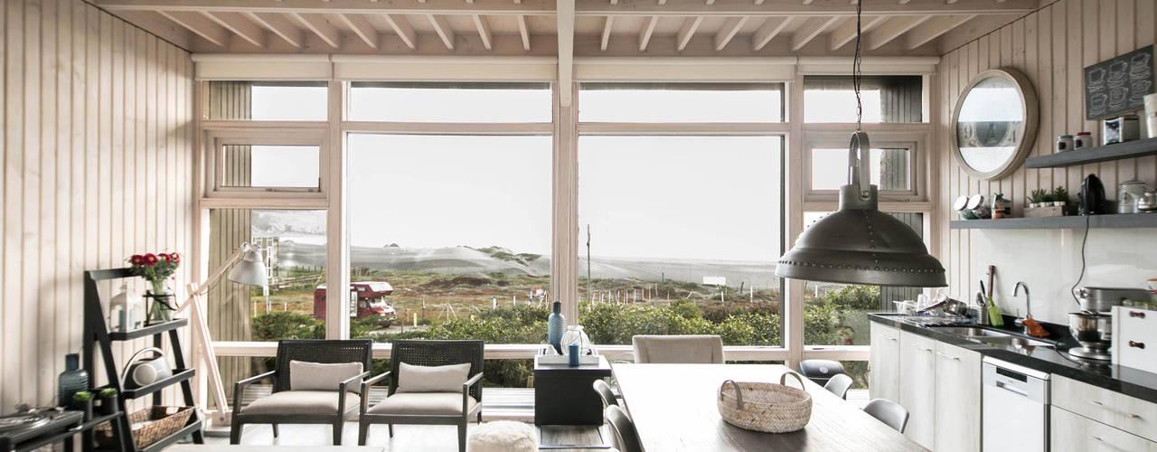 Casa Matanzas Livings de estilo moderno de MACIZO, ARQUITECTURA EN MADERA Moderno