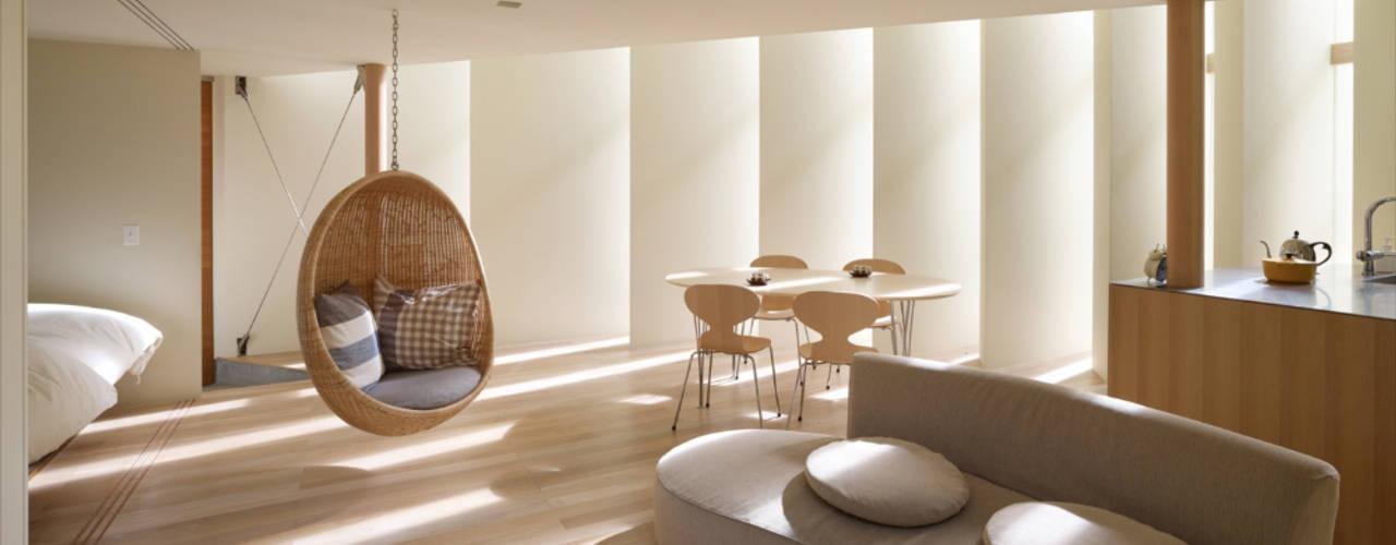 向日の家 / House in Muko 藤原・室 建築設計事務所 モダンデザインの リビング 白色