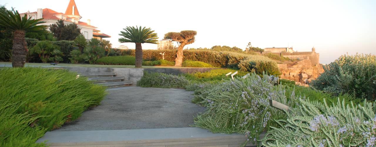 Jardim Privado: Jardins  por Verde Esquisso Lda.
