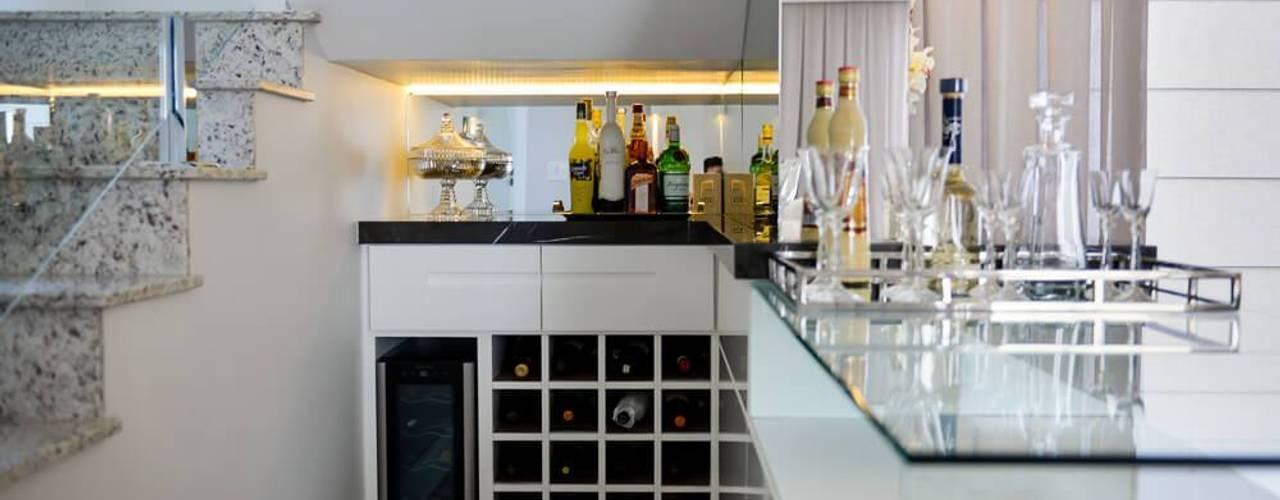 dm arquitetura e interiores - Dayane e Marina Chemin Ruang Penyimpanan Wine/Anggur Klasik