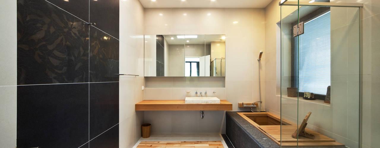 평창동 단독주택 1 _ The Elim 모던스타일 욕실 by (주)건축사사무소 모도건축 모던