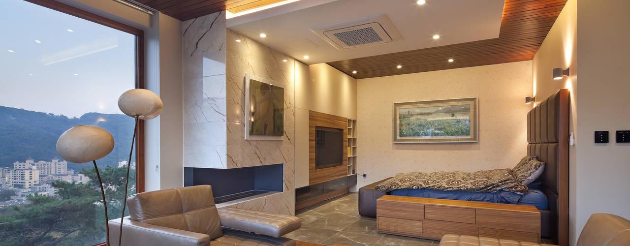 평창동 단독주택 3 _modern and luxury guest house: (주)건축사사무소 모도건축의  침실