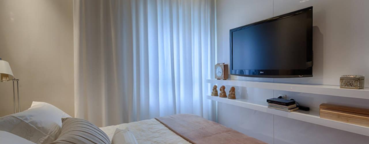 Modern style bedroom by Renata Basques Arquitetura e Design de Interiores Modern