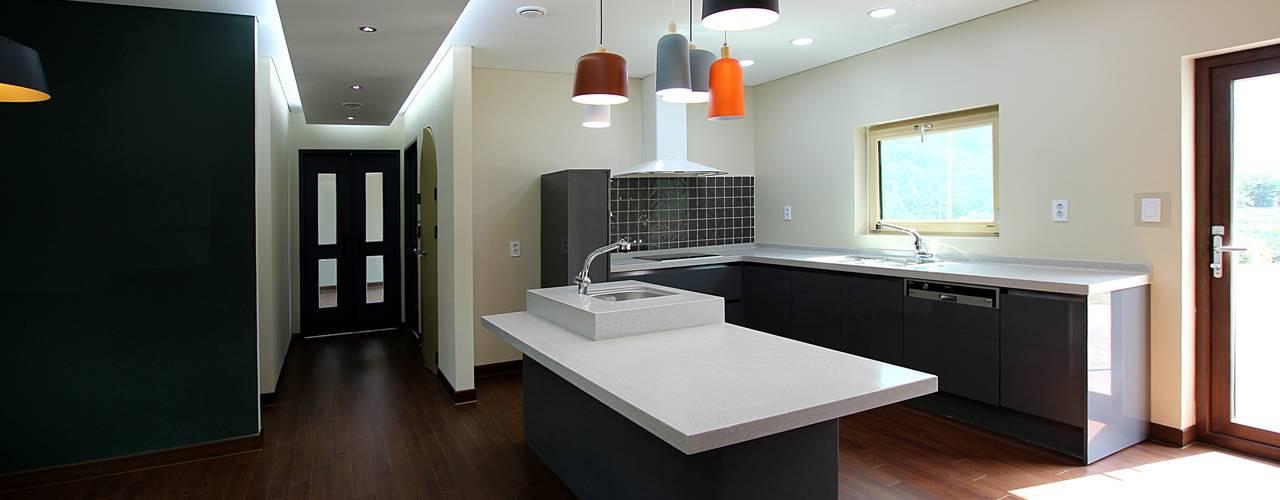 경북 청도단독주택: 로이하우스의  주방