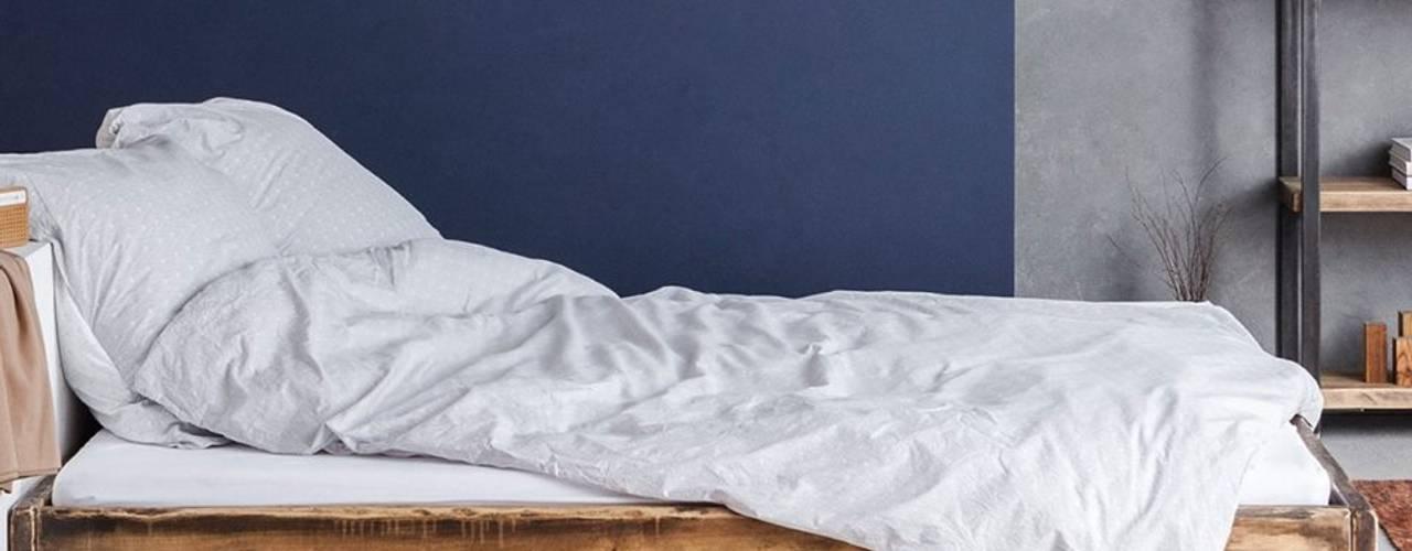 Bauholz Bett Lussan 160x200cm:   von FraaiBerlin GmbH