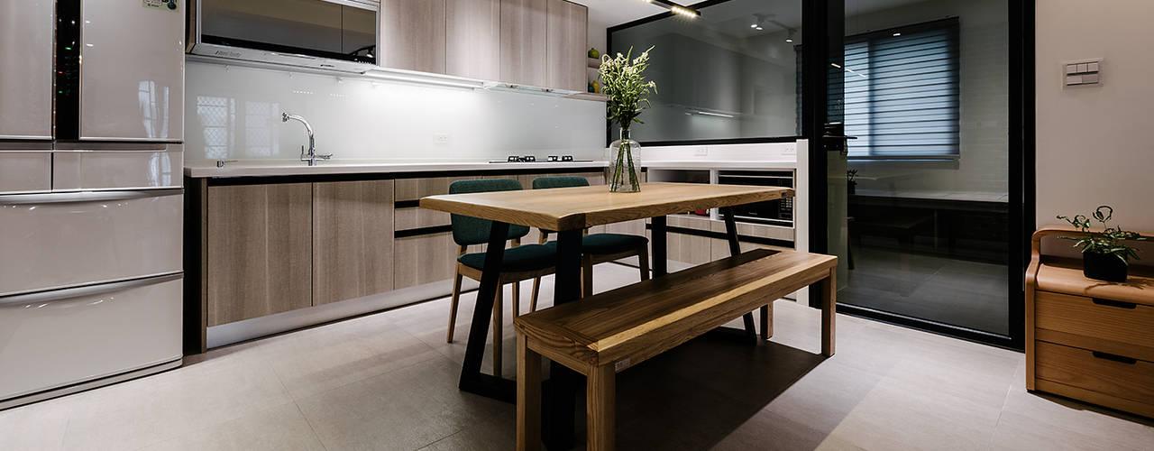Kitchen by 隹設計 ZHUI Design Studio