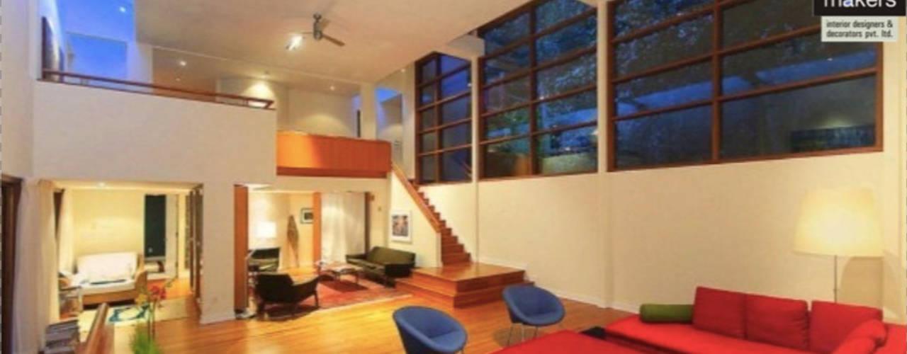 Huge Warm Bungalow:  Living room by home makers interior designers & decorators pvt. ltd.