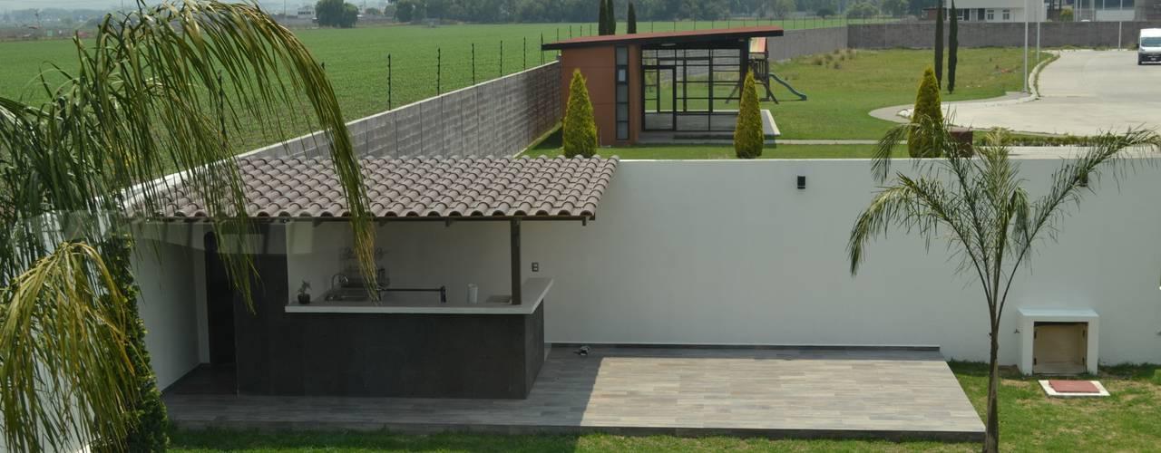 Jardines de estilo  por ANTARA DISEÑO Y CONSTRUCCIÓN SA DE CV