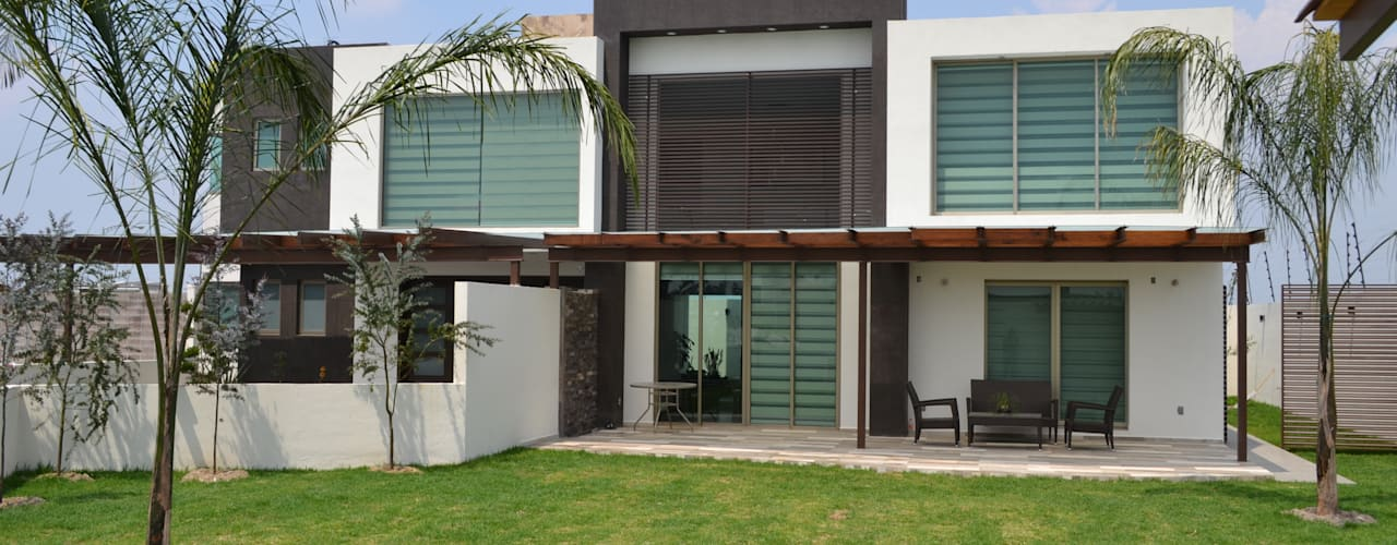 Casas de estilo moderno por ANTARA DISEÑO Y CONSTRUCCIÓN SA DE CV