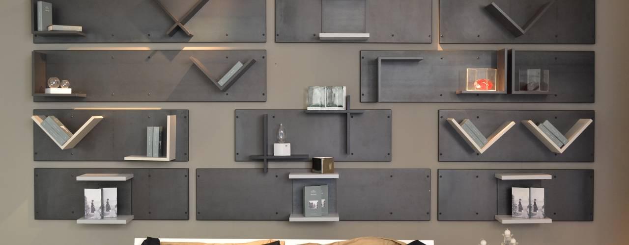 "An ""out of the box"" headboard Industriale Schlafzimmer von Ronda Design Industrial"