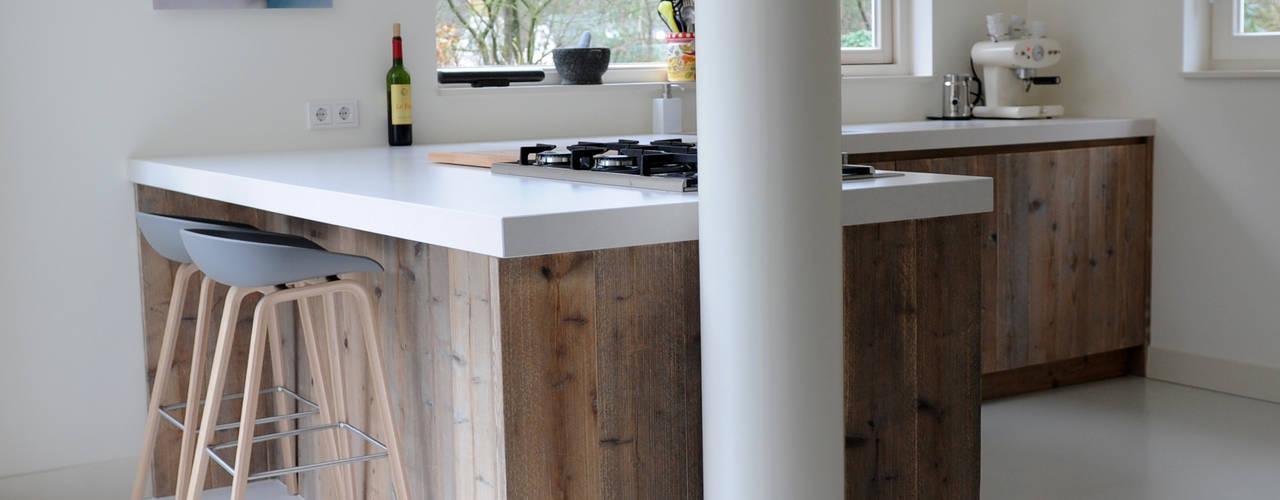 Keuken van Steigerhout: moderne Keuken door RestyleXL