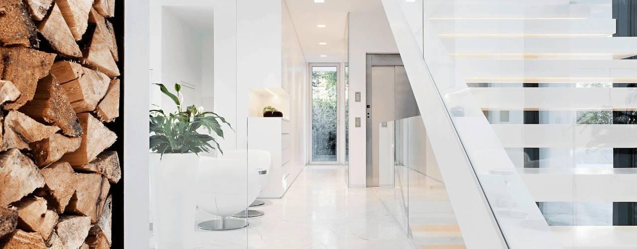 : Corredores e halls de entrada  por monovolume architecture  design