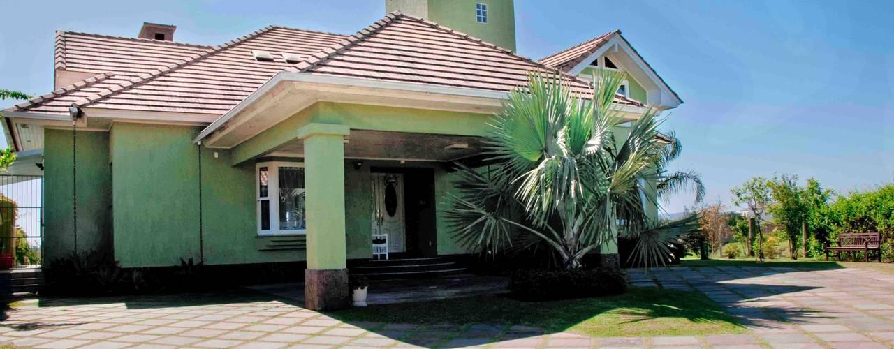 Casas de estilo rural por CABRAL Arquitetos