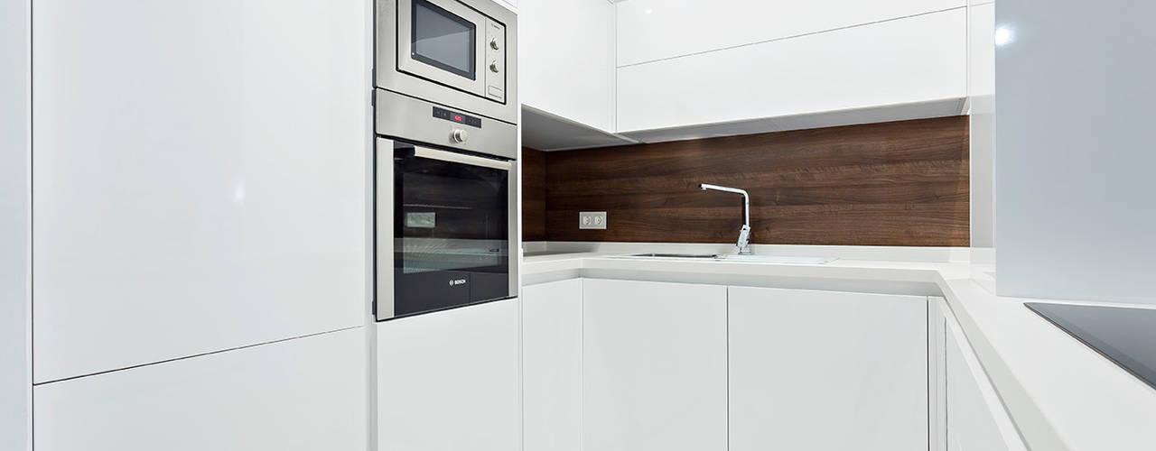 Cucina minimalista di PL Architecture Minimalista