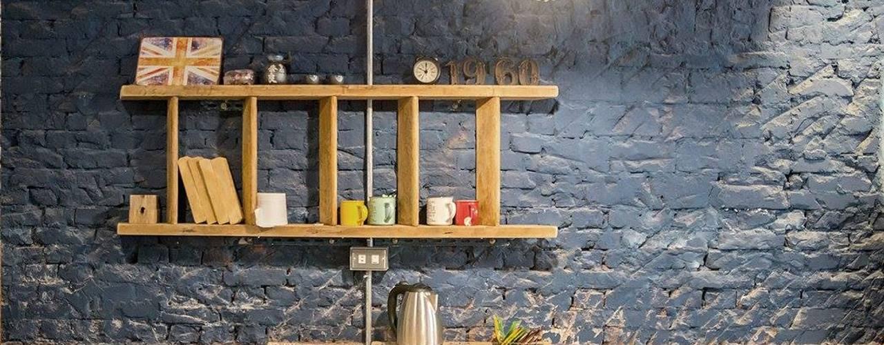 Dinding & Lantai Gaya Klasik Oleh 山巷室內設計 Klasik