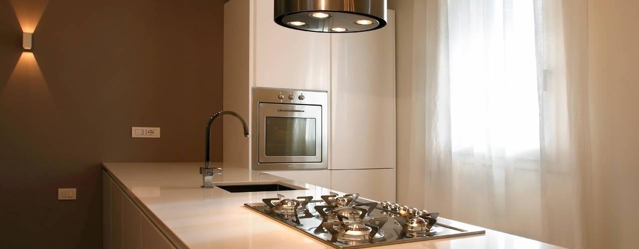 Cocinas de estilo moderno por Daniela Nori