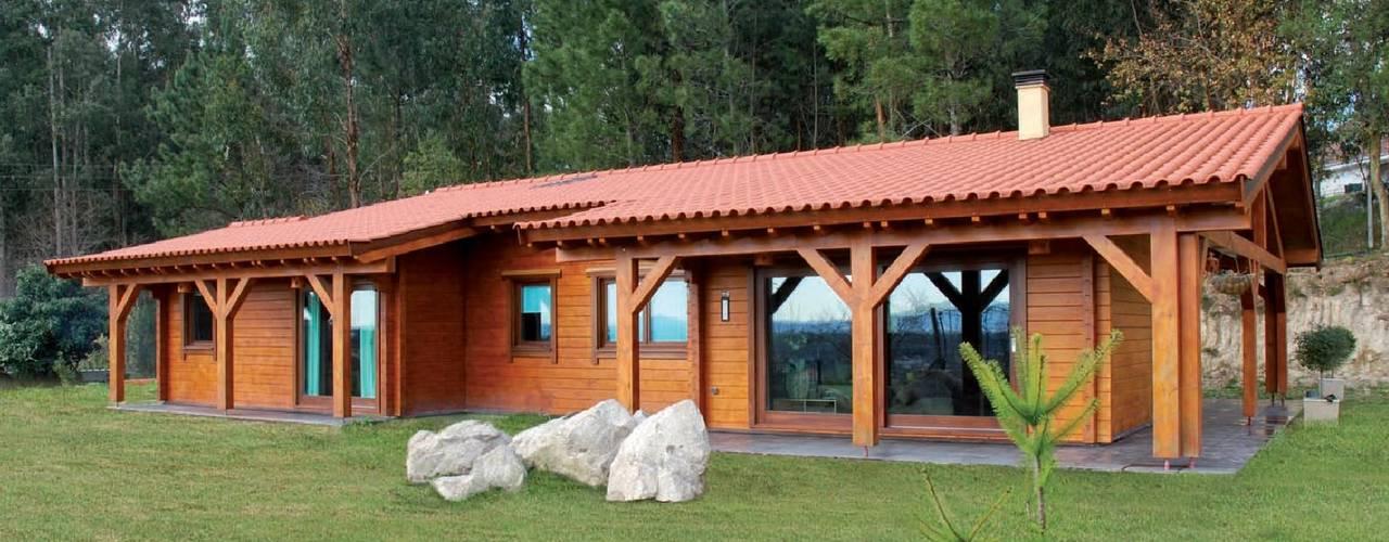 Casas de madera de estilo  por Rusticasa, Rústico