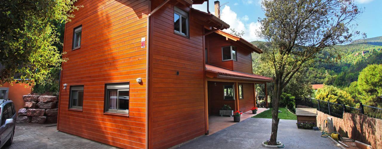RUSTICASA | Casa em La Garriga | Barcelona: Casas de madeira  por Rusticasa