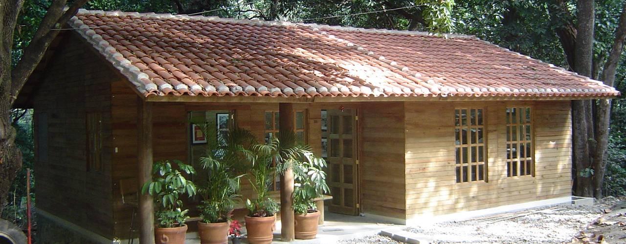 Рабочие кабинеты в . Автор – Casas y cabañas de Madera  -GRUPO CONSTRUCTOR RIO DORADO (MRD-TADPYC), Классический
