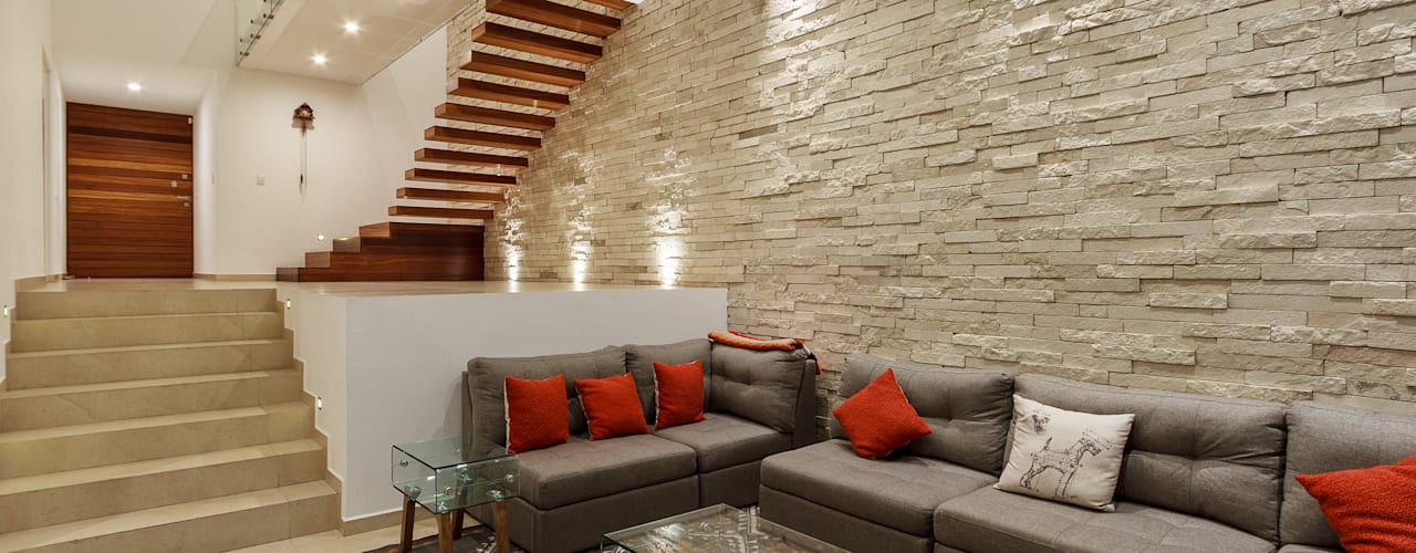 15 dise os de salas modernas con pisos en desnivel for Diseno de interiores sala de estar comedor