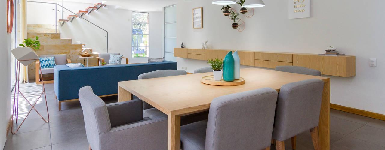 Modern dining room by Adrede Diseño Modern
