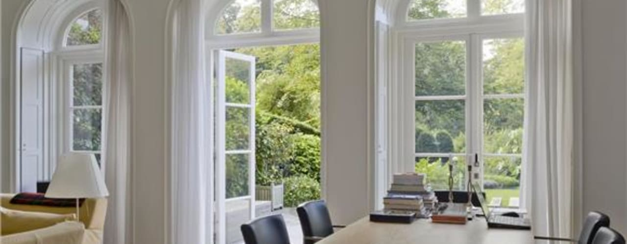 Verbouwing Villa Heemstede:  Woonkamer door Architectenbureau Ron Spanjaard BNA, Klassiek
