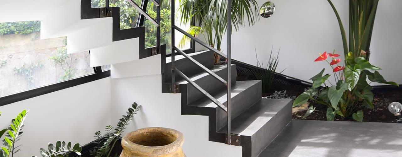 Mediterraner Flur, Diele & Treppenhaus von Atelier Jean GOUZY Mediterran