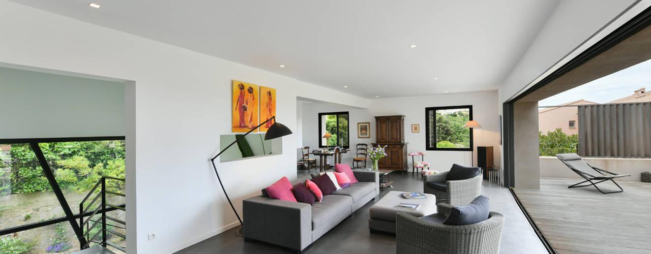 Mediterranean style living room by Atelier Jean GOUZY Mediterranean