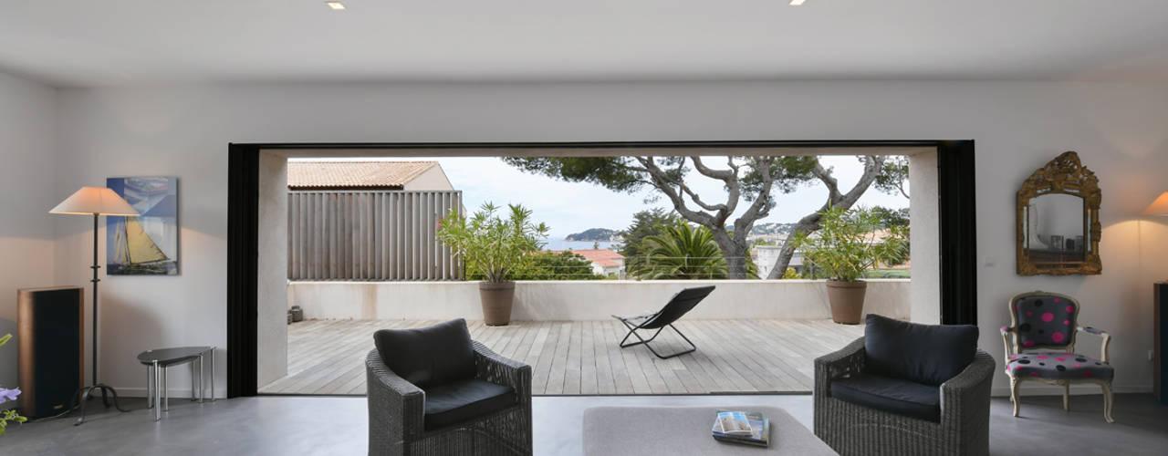 Mediterranean style balcony, veranda & terrace by Atelier Jean GOUZY Mediterranean