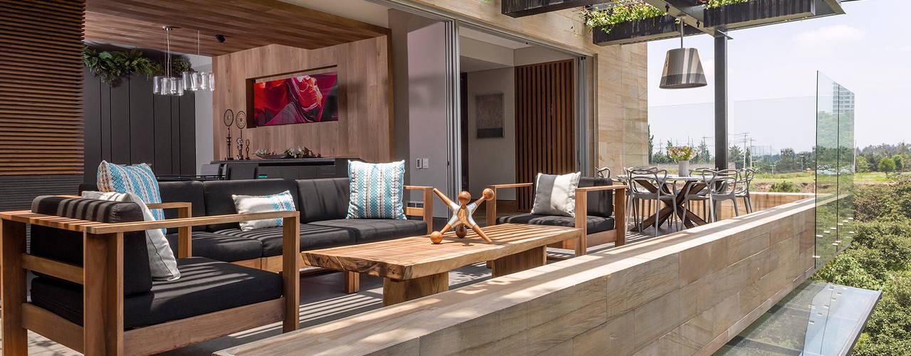 Balcones y terrazas de estilo moderno de BARDASANO ARQUITECTOS Moderno