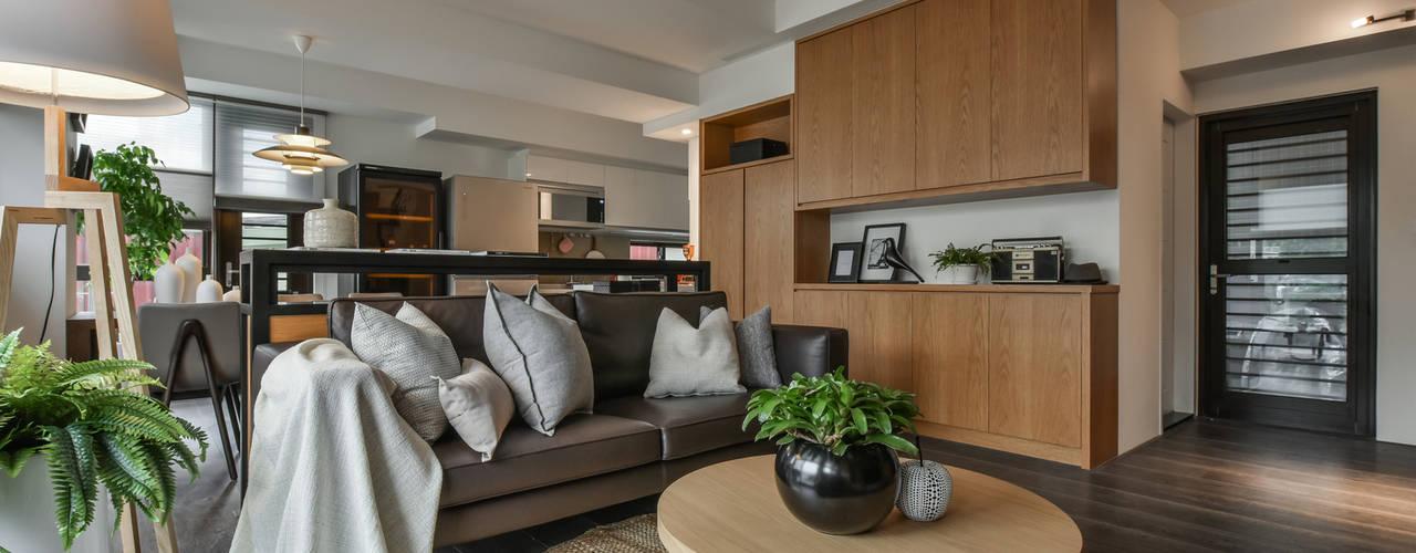 沐。典:  客廳 by 存果空間設計有限公司