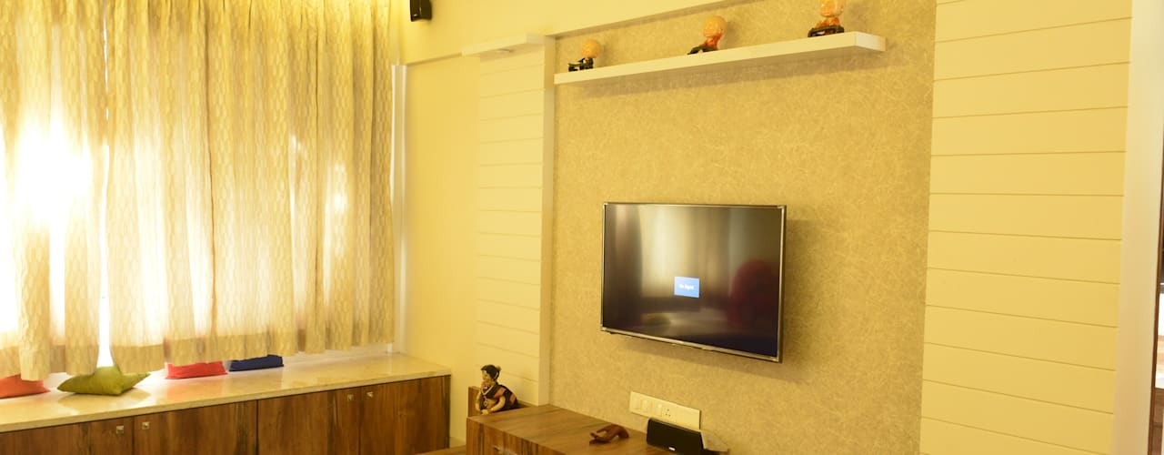 Residence: Vile parle:  Living room by Vinayak Interior | Interior Designing and Decorator Companies