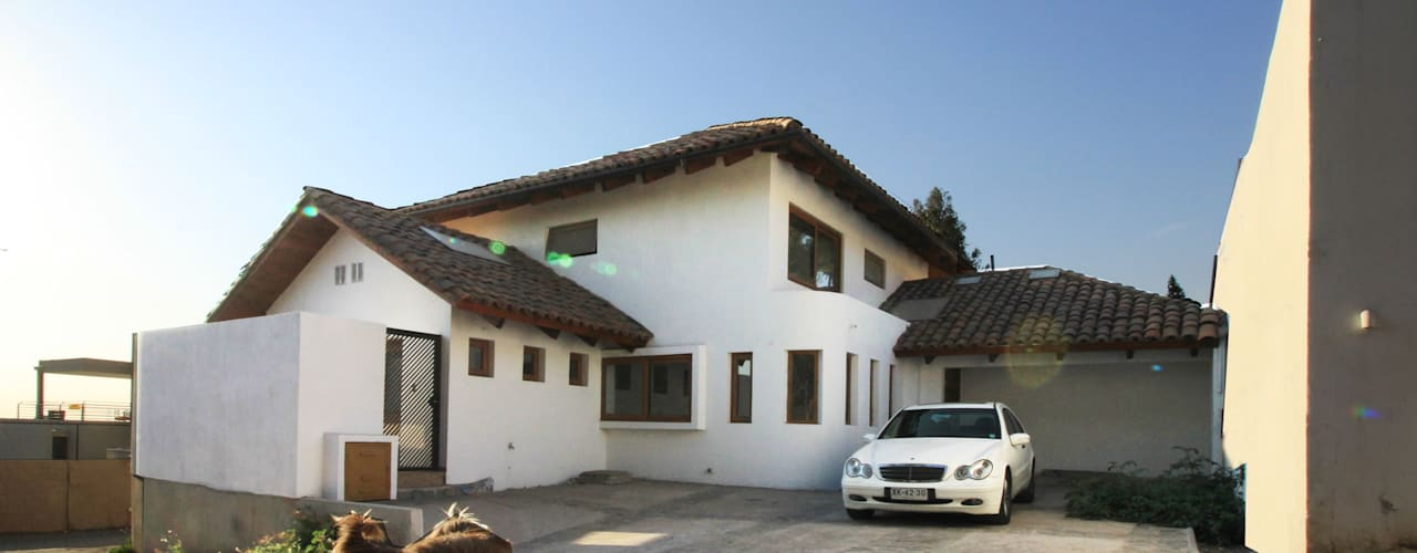 Condominio Casanova Carvallo & Asociados Arquitectos Casas de estilo colonial Blanco
