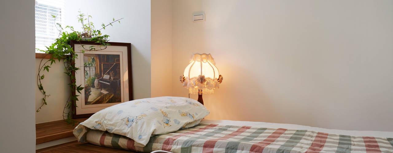 Phòng ngủ phong cách đồng quê bởi 弘悅國際室內裝修有限公司 Đồng quê