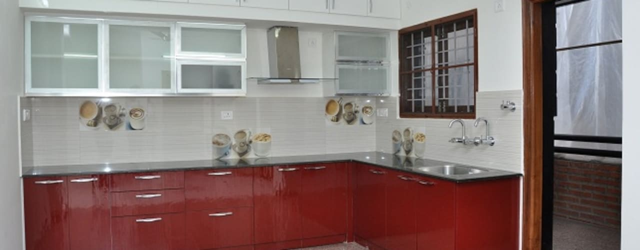 L Shaped Kitchen:  Kitchen by Scale Inch Pvt. Ltd.