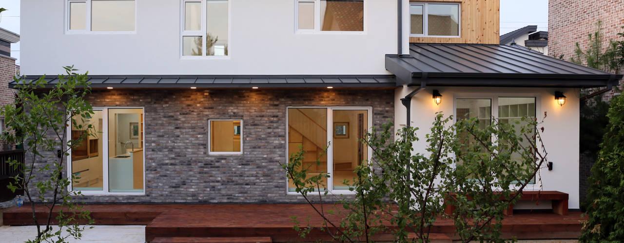 Moderne Häuser von 위빌종합건설 Modern