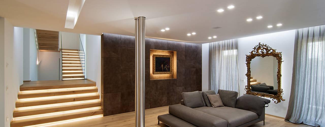 Ruang Keluarga Modern Oleh STIMAMIGLIO conceptluxurydesign Modern