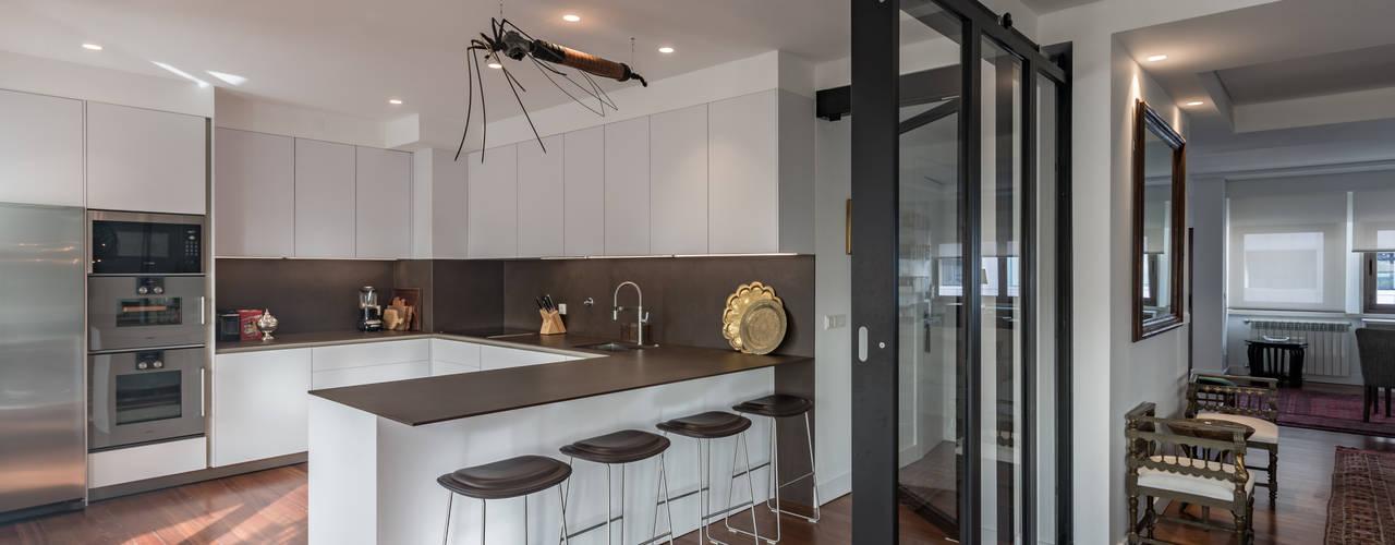 Un Appartamento Moderno con Divisione Perfetta Soggiorno/Cucina
