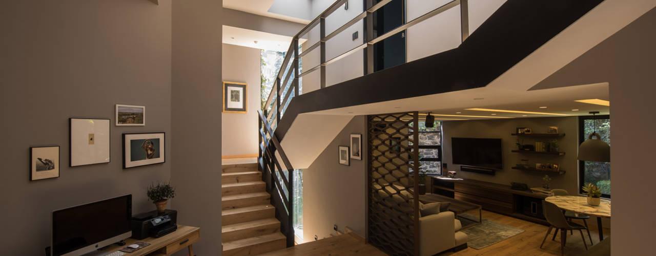 Pasillos y vestíbulos de estilo  por ARCO Arquitectura Contemporánea , Moderno