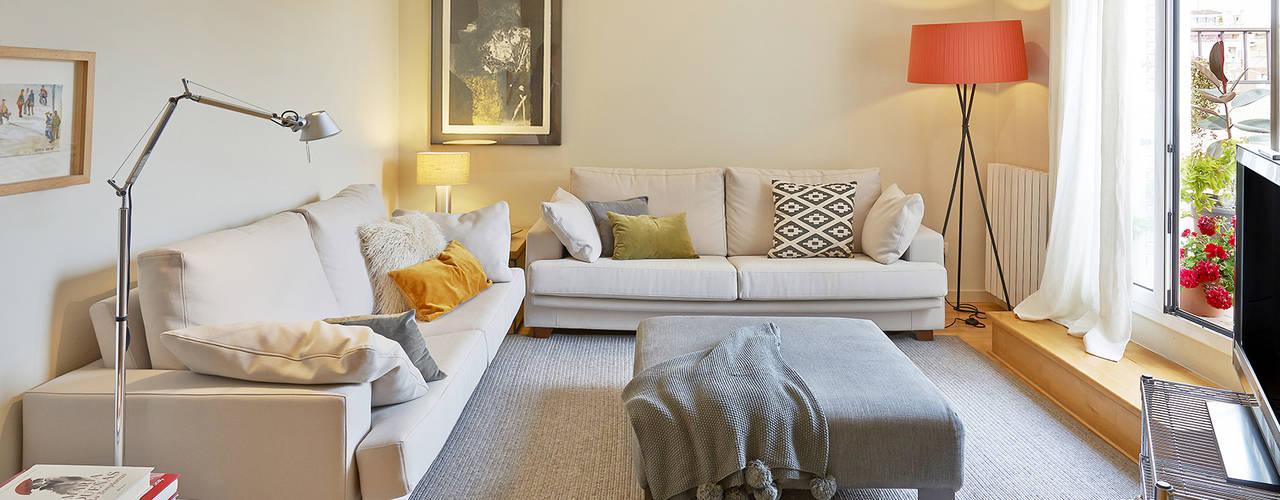 Ruang Keluarga by THE ROOM & CO interiorismo