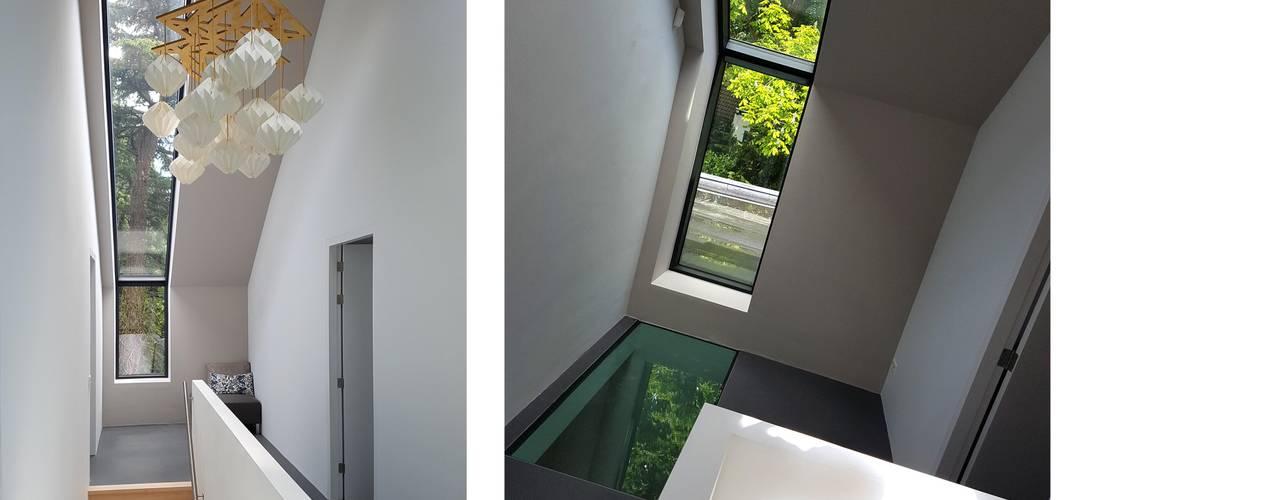 Projekty,  Korytarz, przedpokój zaprojektowane przez TS architecten BV