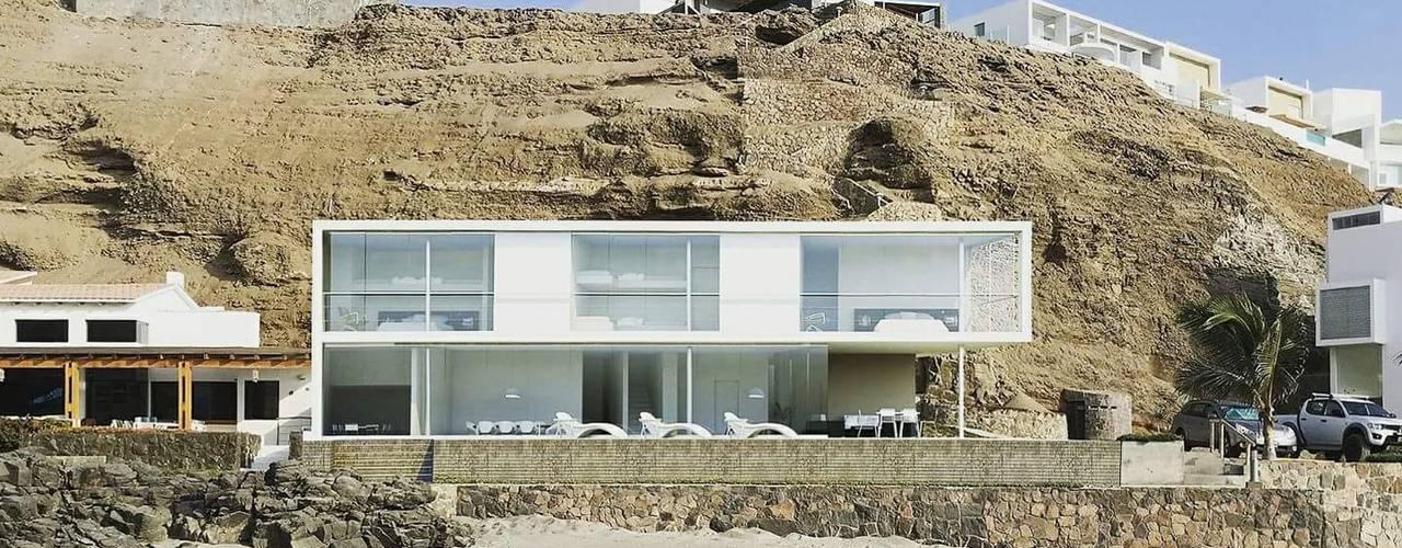 Casa en playa Misterio ARCHITECTS Casas de estilo minimalista Concreto Blanco