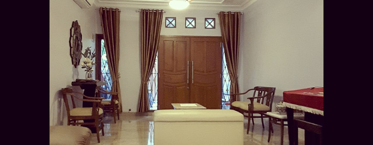 Renovasi Rumah Taman – Slipi . Jakarta Barat:  Ruang Keluarga by Vaastu Arsitektur Studio