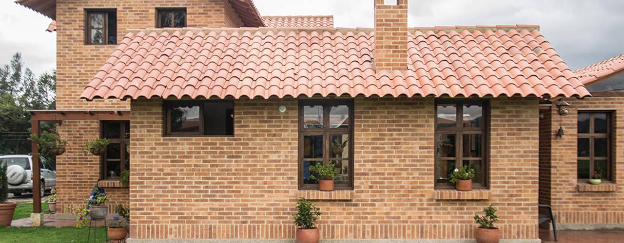 Casas de estilo rural por Ensamble de Arquitectura Integral
