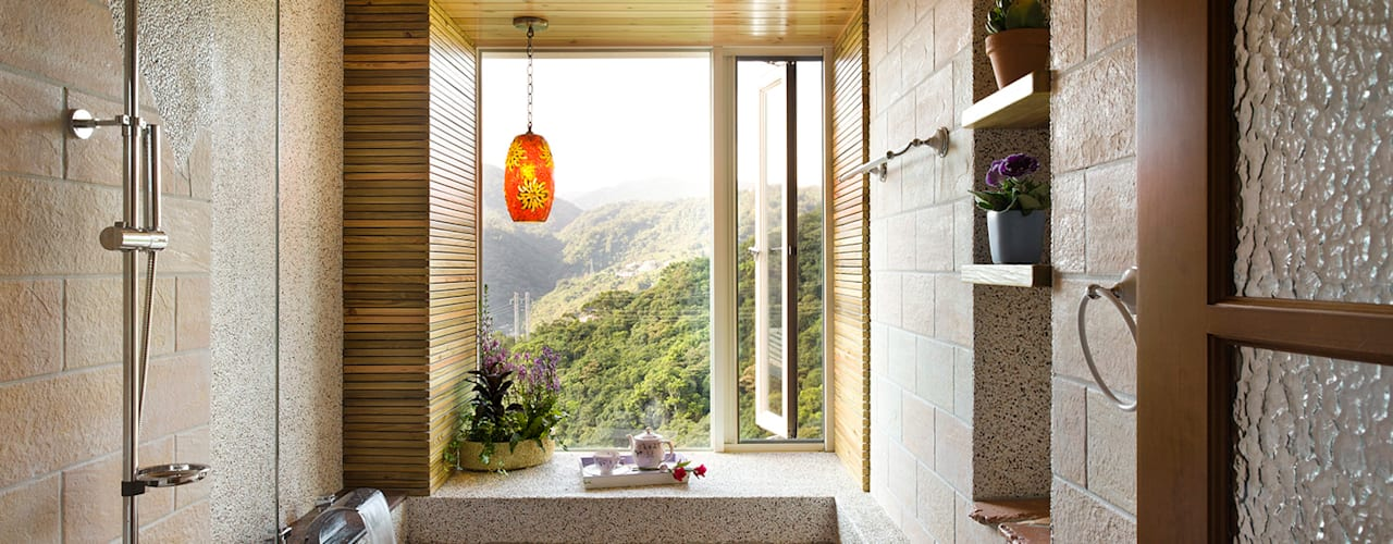 Banheiros  por 采荷設計(Color-Lotus Design)